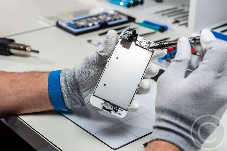 Repair or Replace Your Old Phone? How to Decide